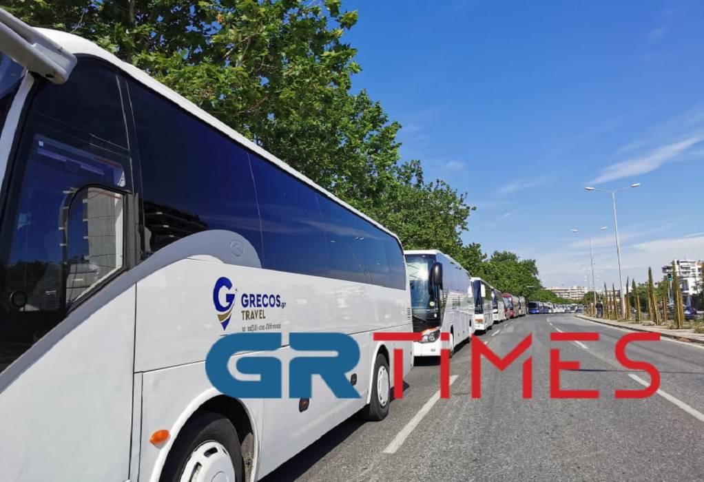 Όχι στα τέλη κυκλοφορίας για τα τουριστικά λεωφορεία