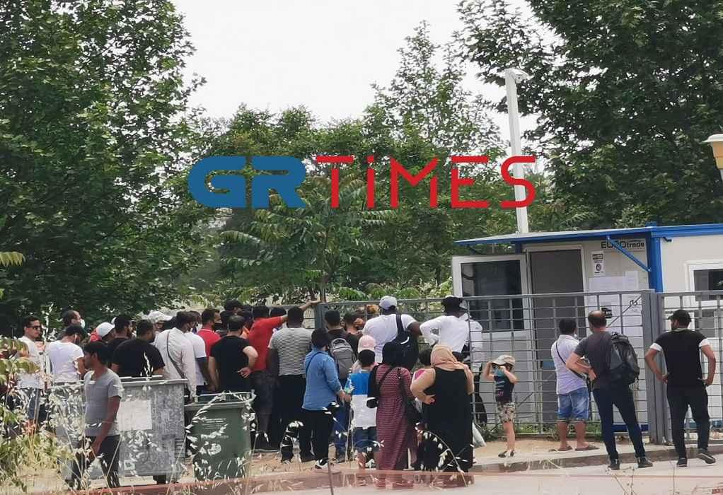 Θεσσαλονίκη: Το αδιαχώρητο έξω από την Υπηρεσία Ασύλου (ΦΩΤΟ+VIDEO)