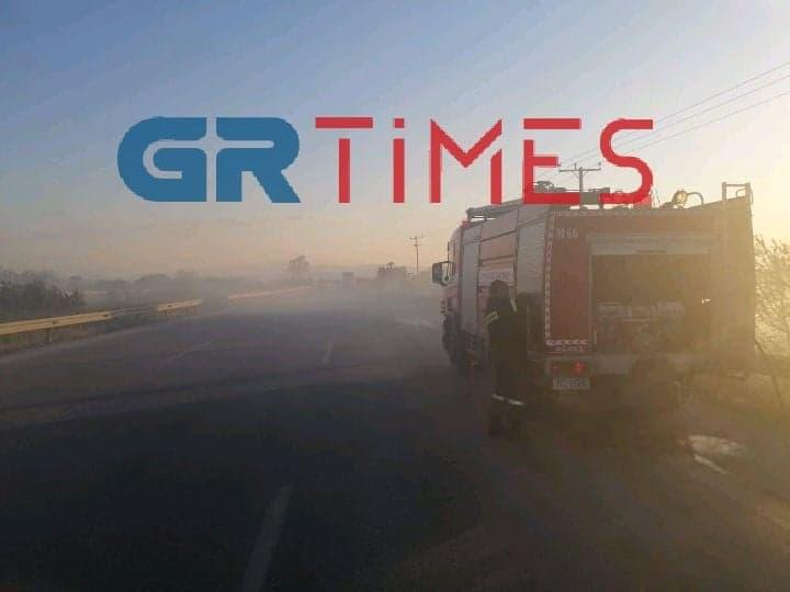 Μάλγαρα – Διόδια: Πυρκαγιά σε πρανές οδού στο ρεύμα προς Κατερίνη (ΦΩΤΟ)