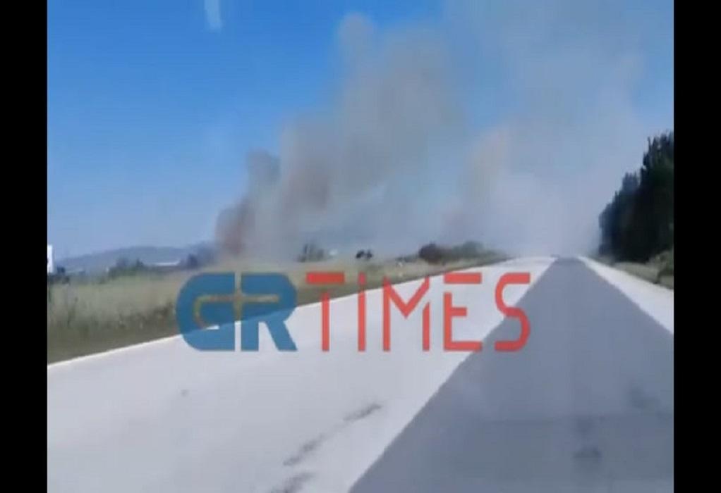 Φωτιά στην Εθνική Οδό Αθηνών- Θεσ/νικης στο ύψος της Χαλάστρας