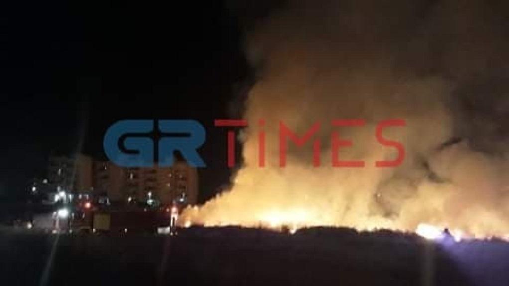 Εύοσμος: Σε παράνομη χωματερή του δήμου η πυρκαγιά