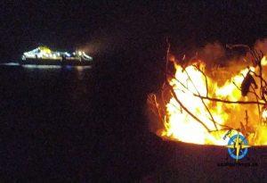 Σίφνος: Ανάβουν φωτιές και χαιρετούν το Blue Star Chios!