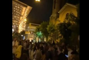 Ψυρρή: Χαμός έξω από μπαρ για ένα take away ποτό