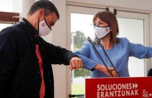 Ισπανία: Με μάσκα ο Σάντσεθ στην προεκλογική εκστρατεία