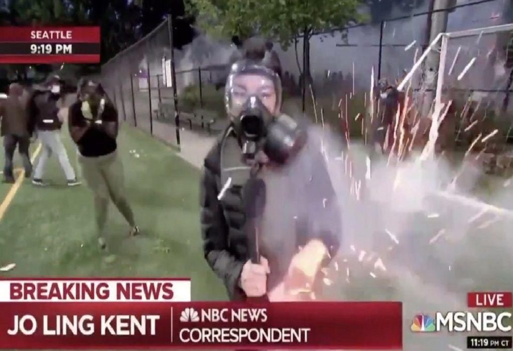 Δημοσιογράφος στις ΗΠΑ χτυπήθηκε με κροτίδα (ΒΙΝΤΕΟ)