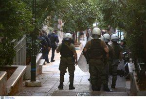 Εξάρχεια: Αντιεξουστιαστές ανακατέλαβαν κτίρια που είχαν εκκενωθεί (VIDEO)
