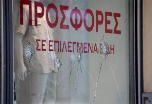 Αθήνα: Επίθεση με βαριοπούλες σε καταστήματα της Ερμού