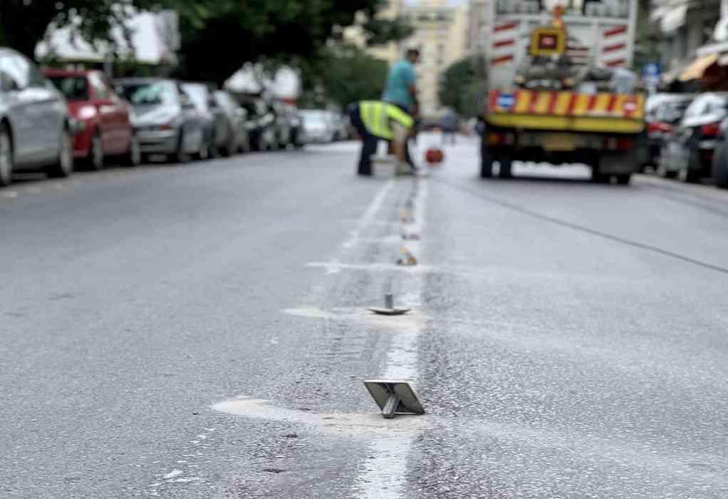 Θεσσαλονίκη: Ανακλαστήρες οδοστρώματος στην οδό Ερμού (ΦΩΤΟ)