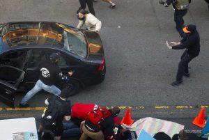 ΗΠΑ: Οδηγός έριξε αυτοκίνητο σε πλήθος διαδηλωτών (VIDEO)
