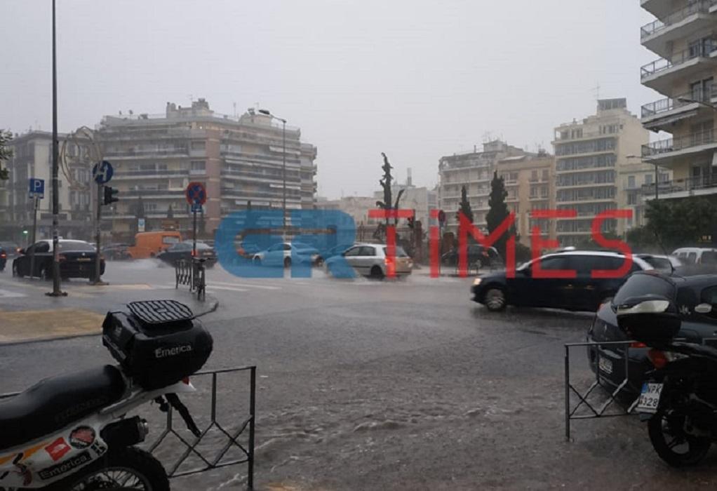Προβλήματα από ισχυρή καταιγίδα στη Θεσσαλονίκη (ΦΩΤΟ-VIDEO)