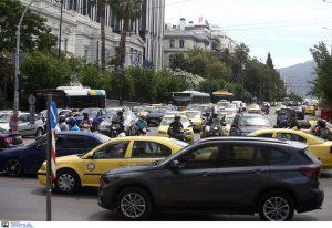 Μποτιλιάρισμα στη Λεωφόρο Αθηνών λόγω τροχαίου