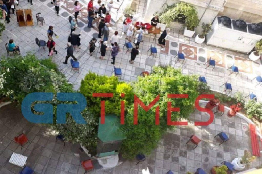 Με αποστάσεις και τα… κόλλυβα στη Θεσσαλονίκη (ΦΩΤΟ)