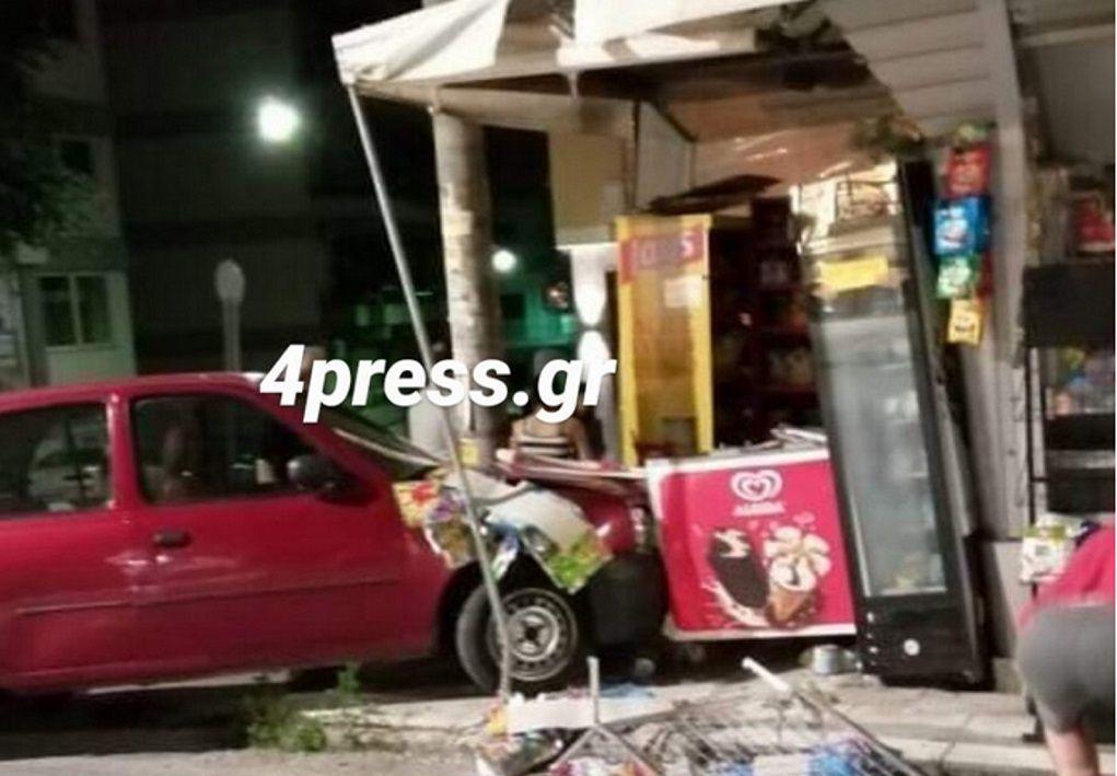 Πάτρα: Αυτοκίνητο έπεσε πάνω σε περίπτερο