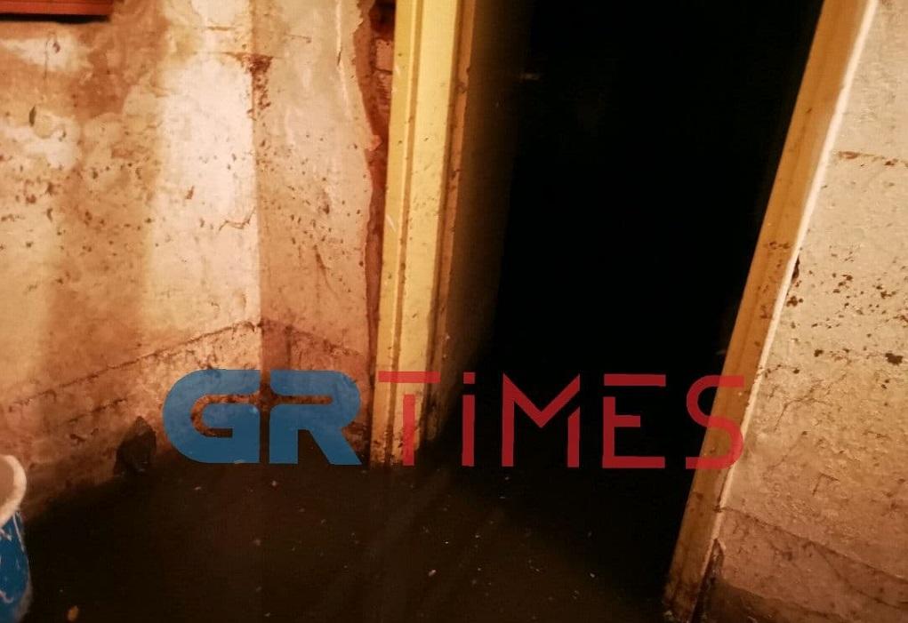Κακοκαιρία: 30 εκατοστά νερό σε υπόγειο πολυκατοικίας (ΦΩΤΟ-VIDEO)