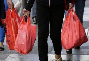 ΥΠΕΝ: Τέσσερις δράσεις για επιστροφή χρημάτων από το τέλος πλαστικής σακούλας