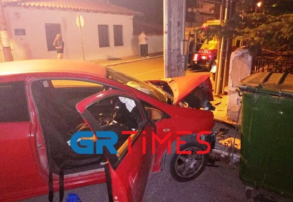 Θεσσαλονίκη: Σύγκρουση λεωφορείου με ΙΧ (ΦΩΤΟ)