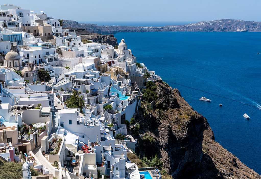 Μειώθηκαν κατά 85% οι τουρίστες στην Ελλάδα