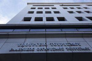 Εισβολή εργαζομένων στον επισιτισμό στο υπουργείο Τουρισμού