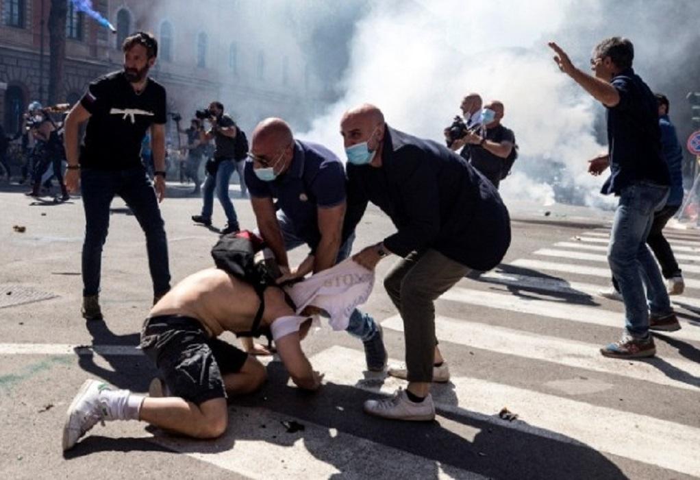 Ιταλία: Νεοφασίστες επιτέθηκαν σε αστυνομικούς και δημοσιογράφους