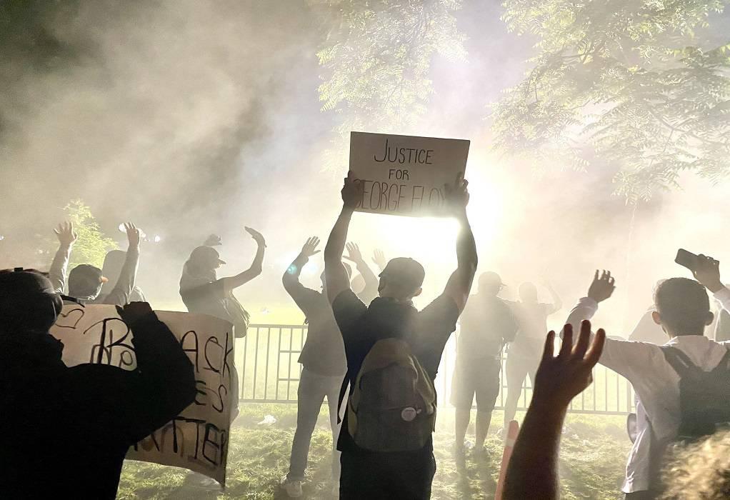 ΗΠΑ: Δακρυγόνα μπροστά στον Λευκό Οίκο (BINTEO)
