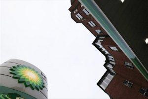 Περίπου 10.000 θέσεις εργασίας καταργεί η BP