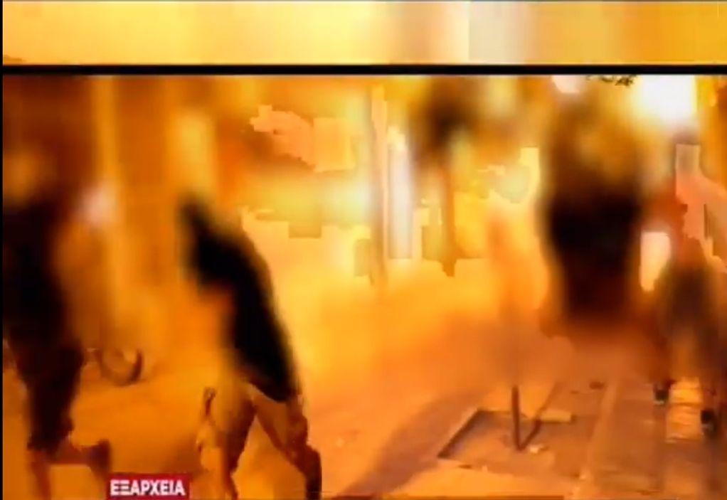 Βίντεο: Πεδίο μάχης τα Εξάρχεια με βόμβες μολότοφ