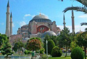 Η αντιπολίτευση καταδικάζει τη μετατροπή της Αγιάς Σοφιάς σε τζαμί