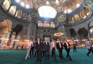 Αγιά Σοφιά: Πρόβα τζενεράλε για τη φιέστα Ερντογάν