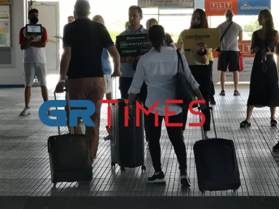 Νότιο Αιγαίο: Πάνω από 18.000 μοριακοί έλεγχοι στα αεροδρόμια