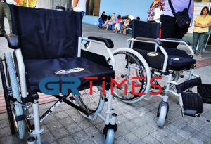 Δ. Θεσσαλονίκης: Παρέδωσε 4 αναπηρικά αμαξίδια (ΦΩΤΟ-VIDEO)