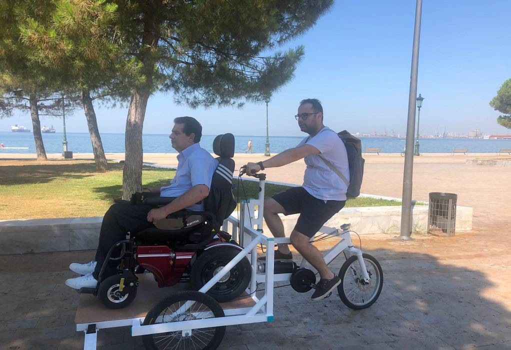 Θεσ/νίκη: Βόλτα με το πρώτο κοινόχρηστο ποδήλατο για ΑΜΕΑ (ΦΩΤΟ)