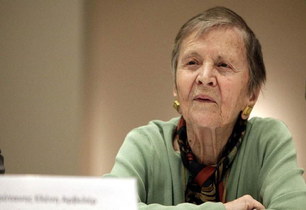 Ε. Αρβελέρ: Εμβολιαστείτε να σώσουμε την ανθρωπιά και τον πολιτισμό μας