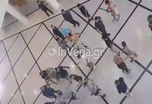 Βίντεο: Ξύλο και προσαγωγές στο δικαστικό μέγαρο Βέροιας