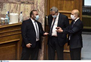 Υποχρεωτική η μάσκα στη Βουλή
