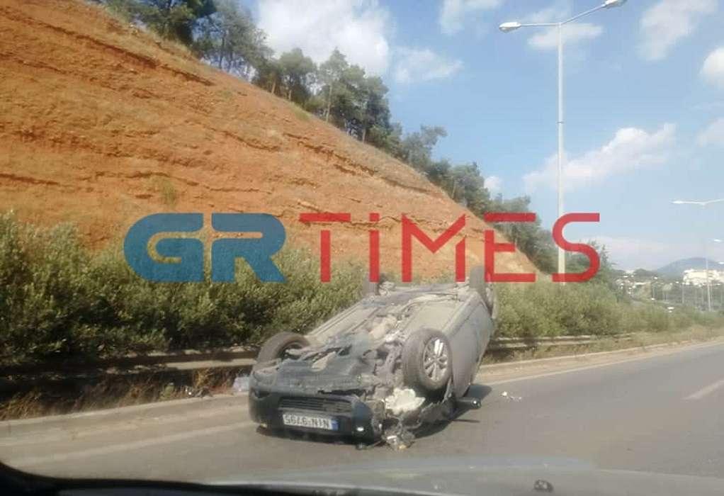 Θεσσαλονίκη: Ανατράπηκε ΙΧ στον Περιφερειακό (ΦΩΤΟ)