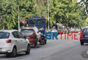 Θεσ/νίκη: Σήκωσε αυτοκίνητα ο γερανός της Τροχαίας (ΦΩΤΟ+VIDEO)