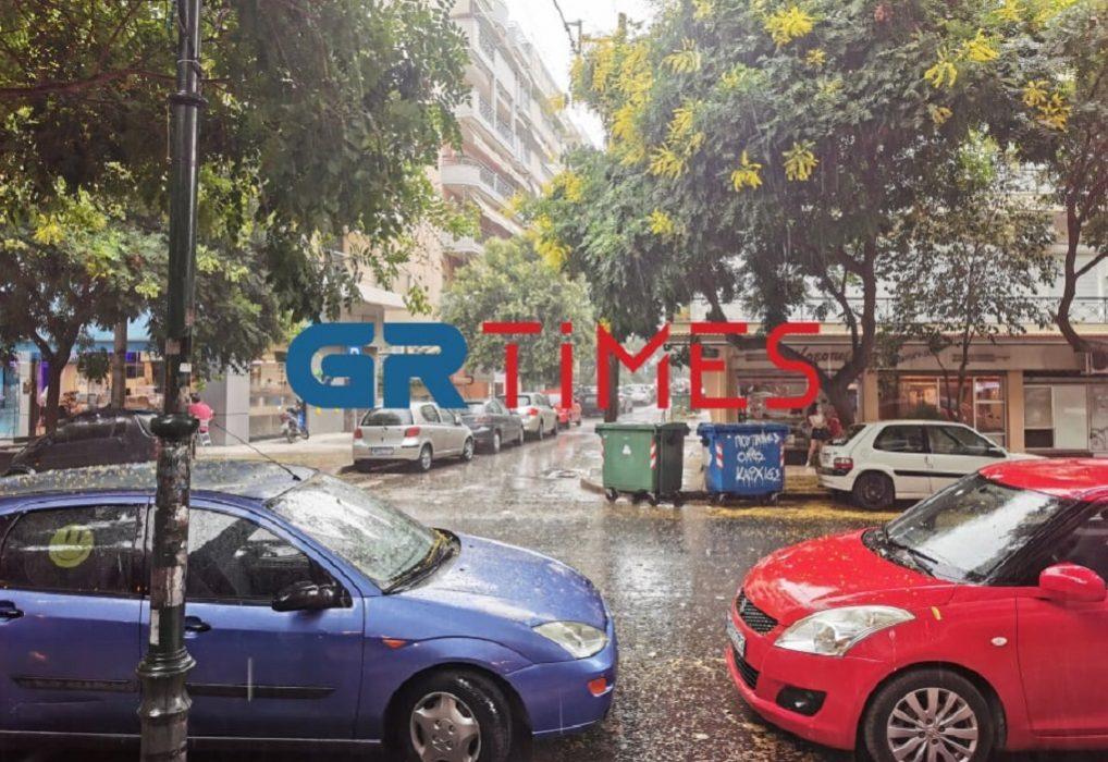 Σε εξέλιξη ισχυρή καταιγίδα στη Θεσσαλονίκη (ΦΩΤΟ-VIDEO)