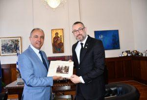 Συνάντηση Καράογλου με τον πρέσβη της Αυστραλίας