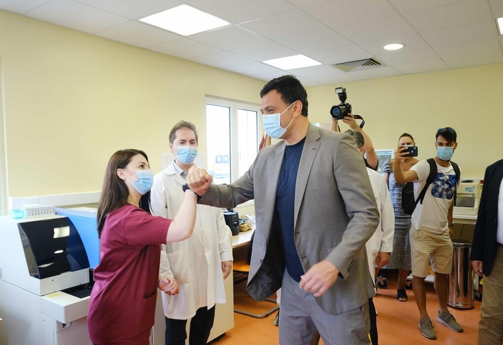 Β. Κικίλιας: Στα εγκαίνια του Κέντρου Υγείας Καμένων Βούρλων