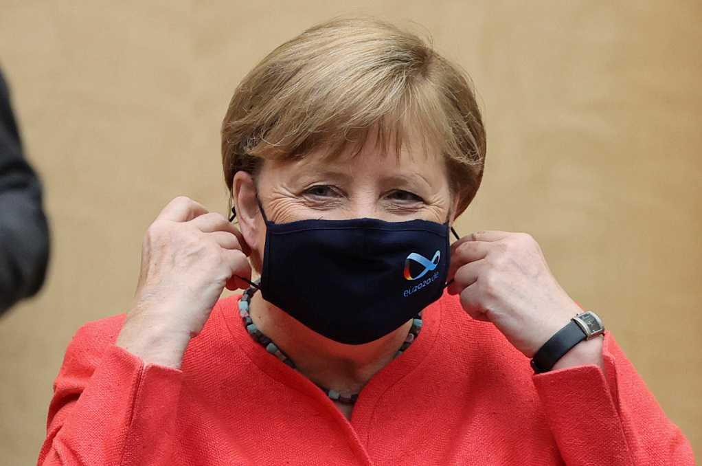 Μέρκελ: Πρώτη δημόσια εμφάνιση με μάσκα