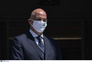 Η μάσκα του Δένδια έκλεψε την παράσταση στη συνάντηση με την ΥΠΕΞ Ισπανίας