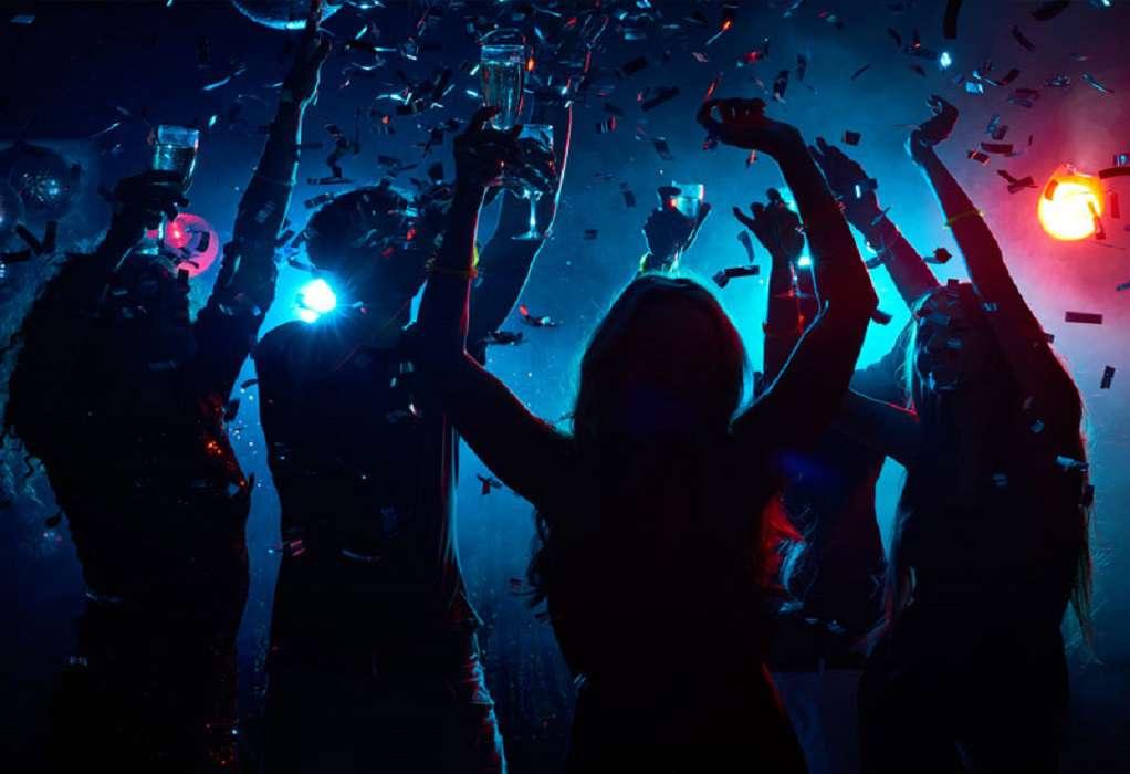 Νέες εικόνες συνωστισμού σε πάρτι στη Μύκονο (VIDEO)