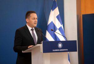 Πέτσας: Τι είπε για την άφιξη του πατέρα του Τζόνσον στην Ελλάδα