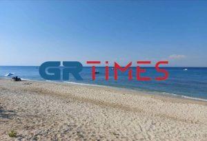 Χαλκιδική: Εικόνες ερημιάς σε παραλίες (ΦΩΤΟ)