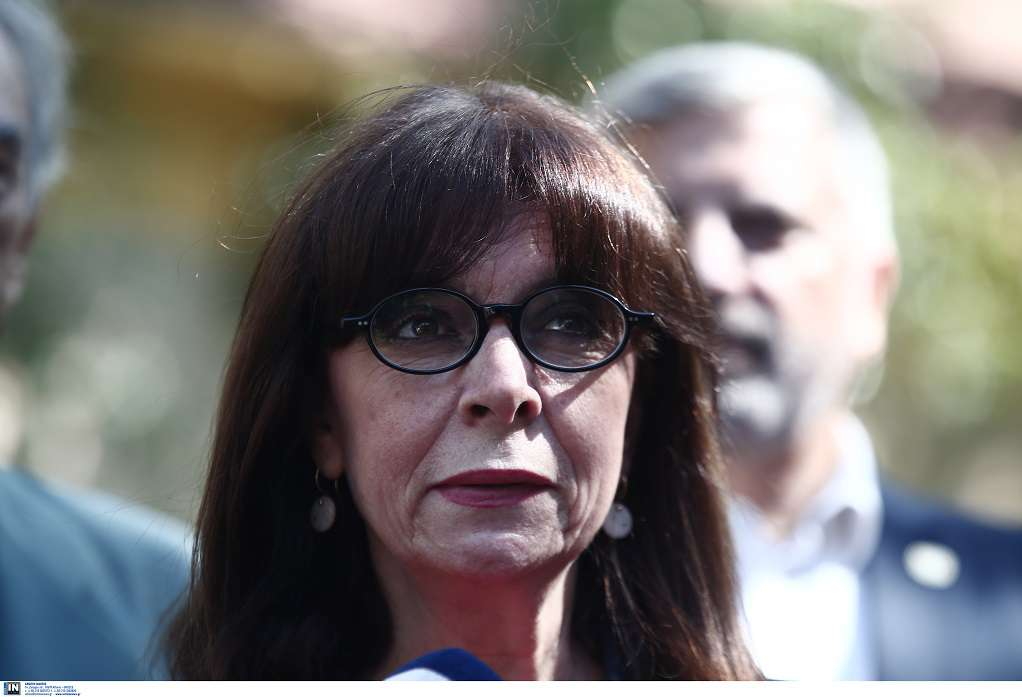 Η Κ. Σακελλαροπούλου αποχαιρετά τον Ν. Χριστιανόπουλο