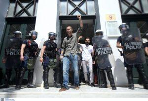 Επεισόδια Αθήνα: Ελεύθεροι οι εννέα συλληφθέντες διαδηλωτές