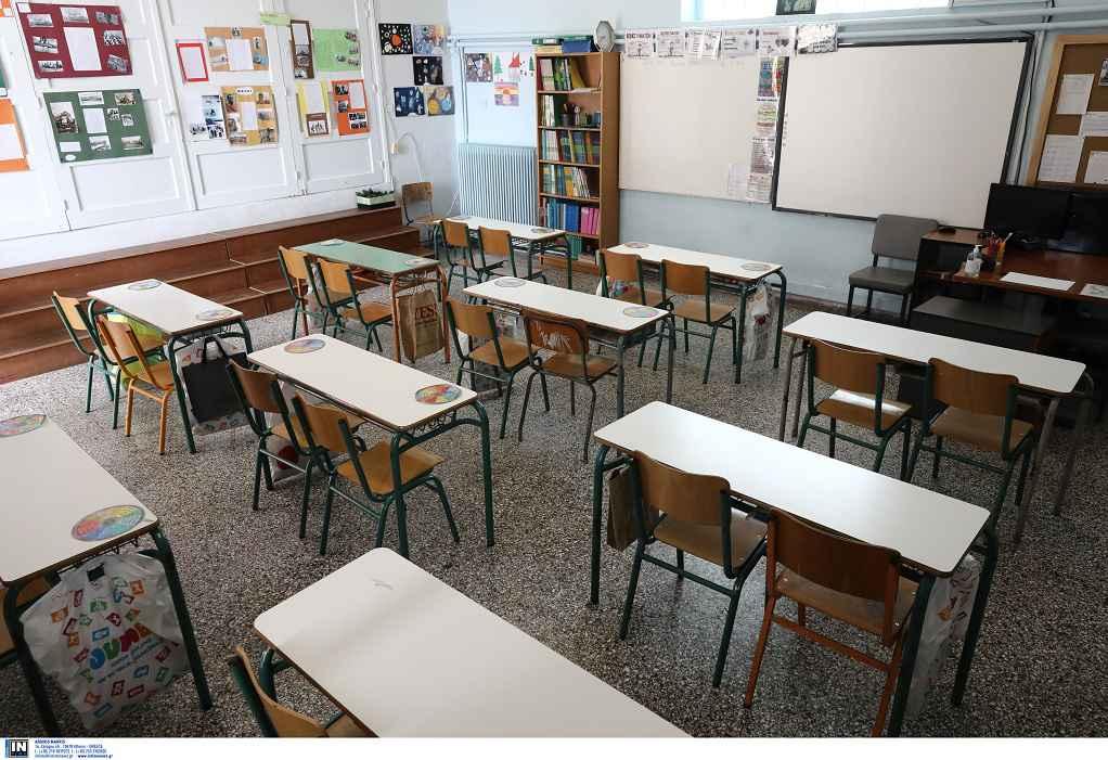 Κοτανίδου για σχολεία: Μάσκες οι μαθητές, αρνητικό τεστ οι φοιτητές