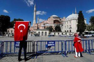 Ξέφρενοι πανηγυρισμοί στο τουρκικό κοινοβούλιο για την Αγιά Σοφιά
