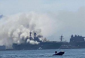 ΗΠΑ: Στις φλόγες πολεμικό πλοίο σε βάση στο Σαν Ντιέγκο