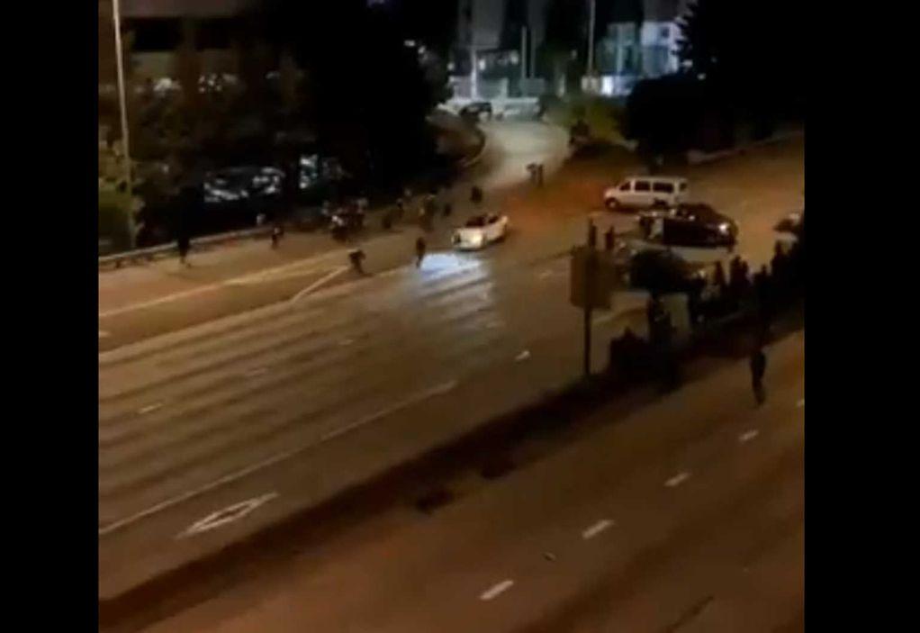 Σιάτλ: Η στιγμή που IX χτυπά τις διαδηλώτριες (ΣΚΛΗΡΕΣ ΕΙΚΟΝΕΣ)